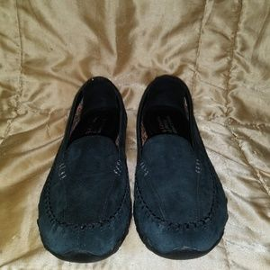Sketchers Relax Fit Suede Loafer Wm. Sz. 11